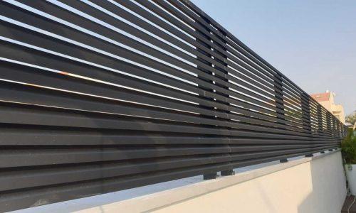 גדר אלומיניום צבע שחור דגם הייטק