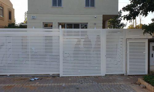גדר אלומיניום דגם הייטק צבע לבן