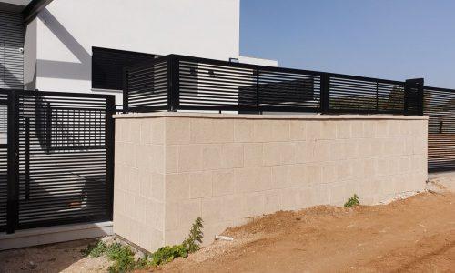 גדר אלומיניום לבית קרקע צבע שחור