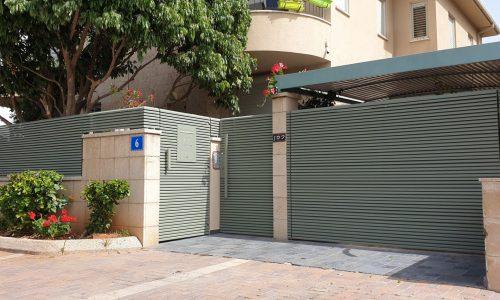 שערים מאלומיניום לכניסה של בית פרטי