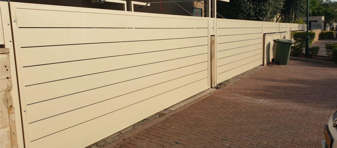 יתרונות גדר אלומיניום בהיקף החזית של הבית